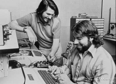 steve-jobs-steve-wozniak-in-garage5